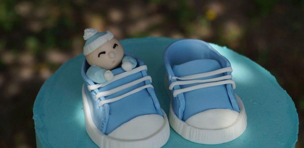 tort chrzciny z bucikami