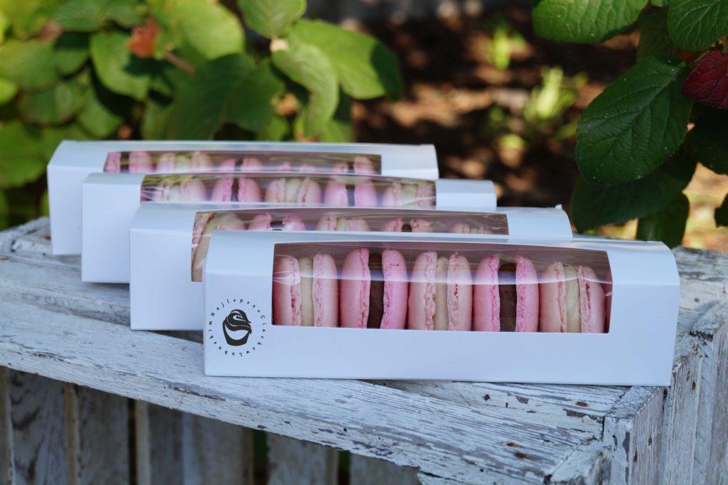 Makaroniki różowe czekoladowe karmelowe biała czekolada w pudełku na zamówienie Gorzów Wielkopolski