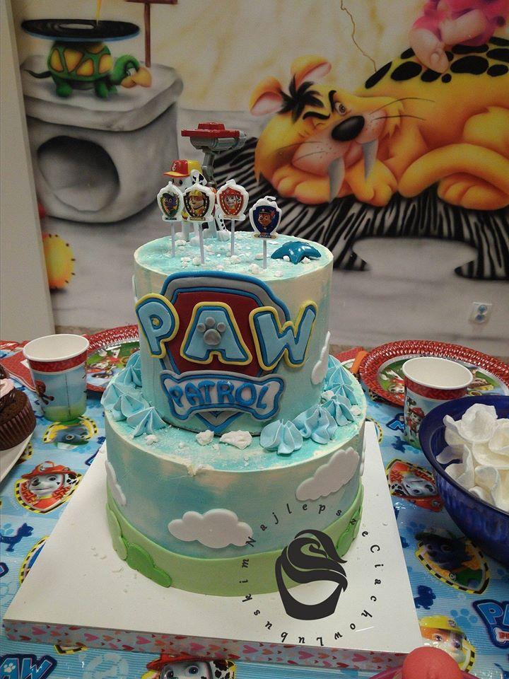 Urodziny dziecka tort psi patrol sala zabaw pieski bezy niebieski chmurki tort piętrowy