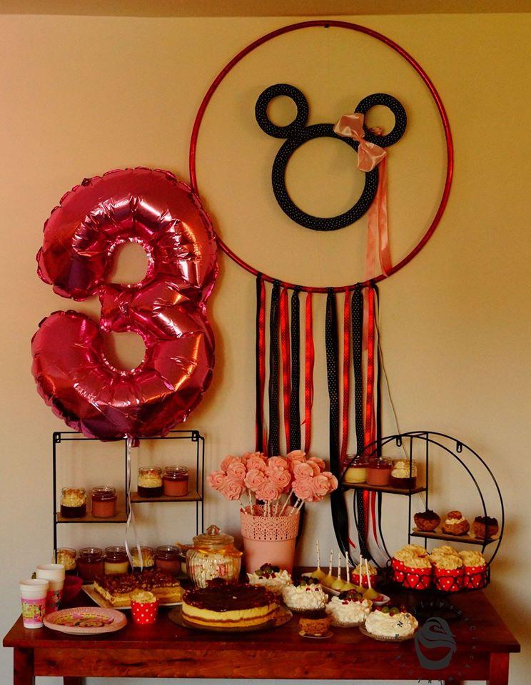 Candy bar urodziny dziecka myszka minnie lizaki bezowe deserki w słoiczkach, sernik z solonym karmelem babeczki ptysie z kruszonką cake pops orzechowiec pavlowa z owocami