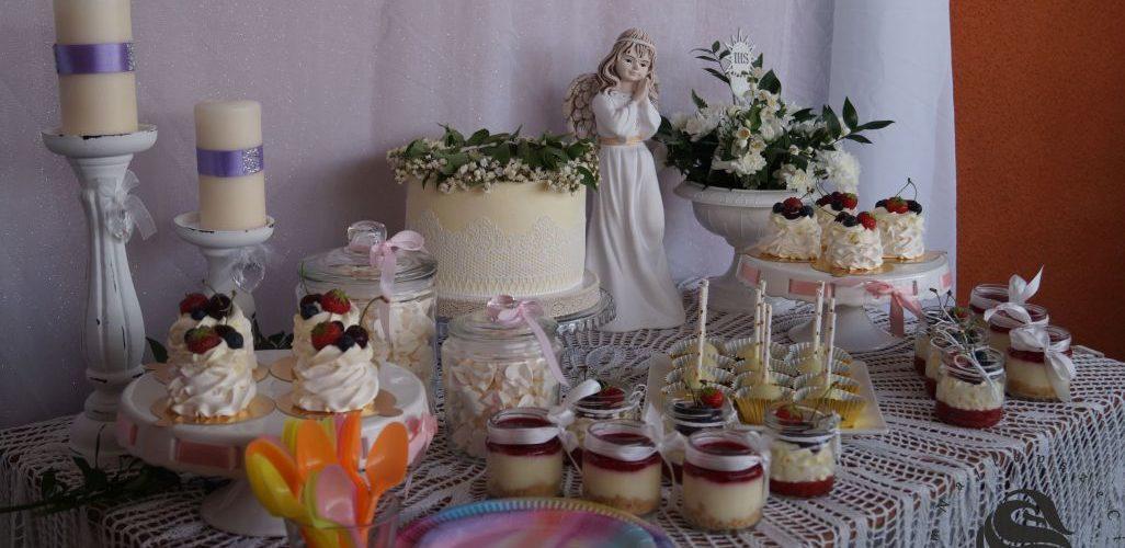 Komunia słodki stół