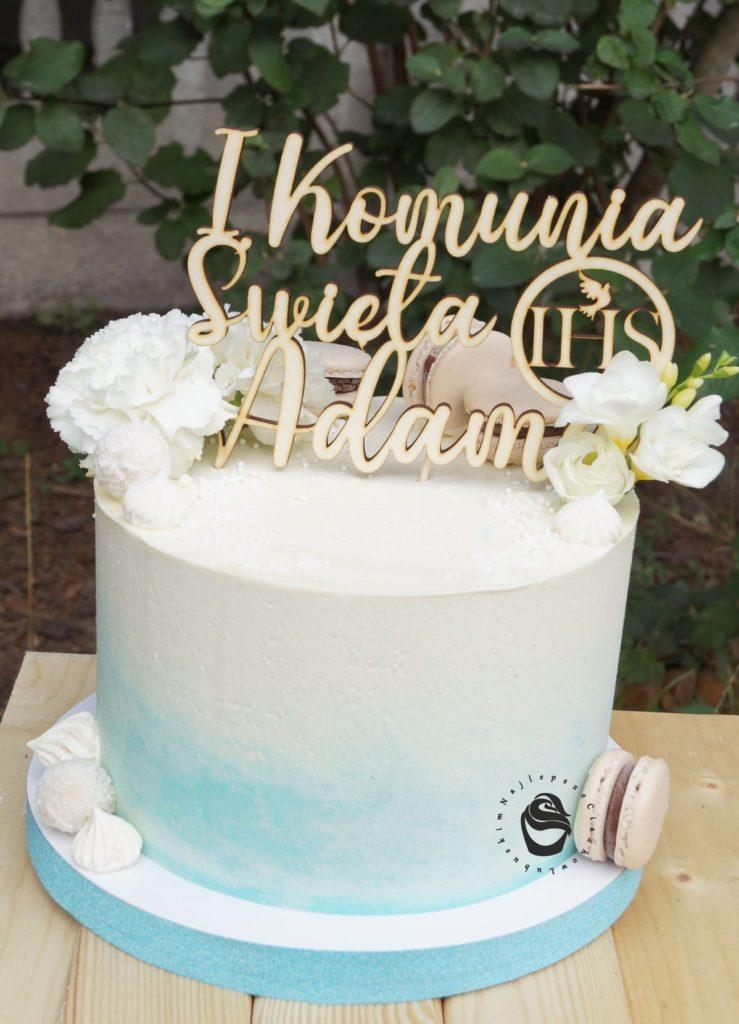 ombre niebieskie komunijny tort dla chłopca